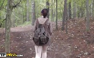Boinked and Jizz shot his gf in the woods